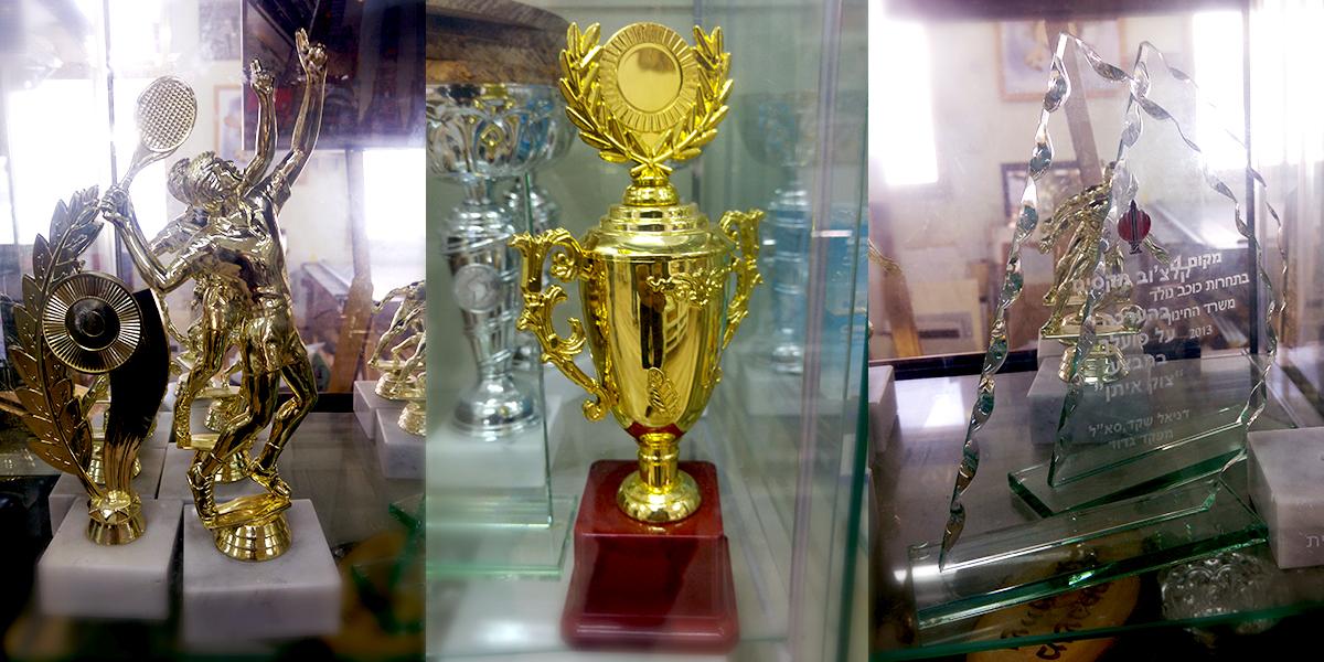 חריטה על גביעים בירושלים
